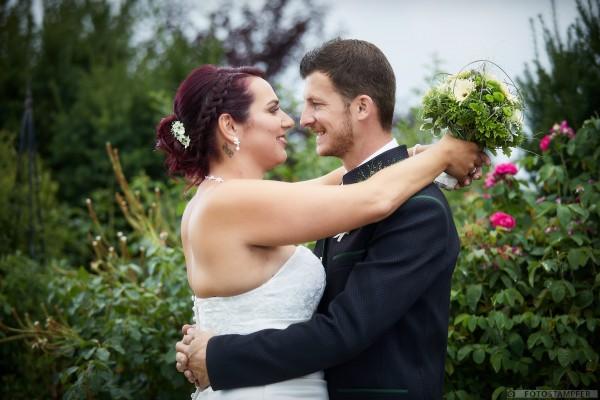 Hcohzeit in Kematen - Lisa und Michael - Garten Schiefermayr - Hochzeitsfotograf Harald Stampfer